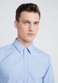 HUGO - ELISHA EXTRA SLIM FIT - Kostymskjorta - light blue - 3