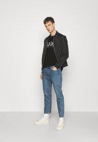 HUGO - DOLIVE - T-shirt z nadrukiem - black - 1