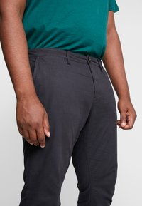 TOM TAILOR MEN PLUS - WASHED STRUCTURE  - Trousers - dark grey yarndye structure - 4