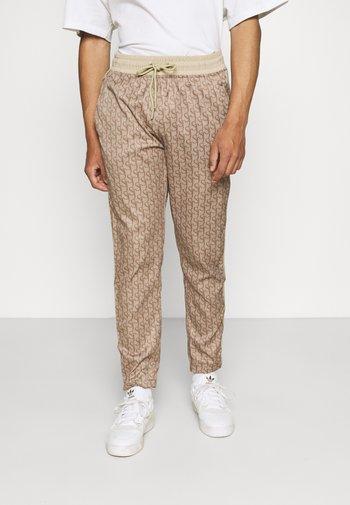 MONOGRAM TRACK PANT - Pantaloni sportivi - beige