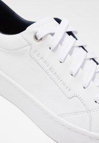 Tommy Hilfiger - CITY DRESS SNEAKER - Tenisky - white - 2