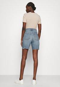 Madewell - HIGH RISE MID LENGTH - Shorts di jeans - blue denim - 2