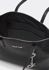 Calvin Klein - Velká kabelka - bax - 3