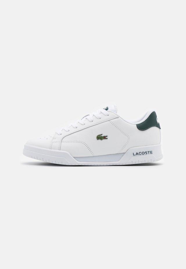TWIN SERVE - Trainers - white/dark green