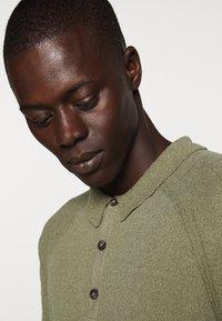 CLOSED - Polo shirt - soft khaki - 3
