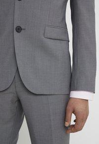 HUGO - ASTIAN HETS - Suit - open gry - 10