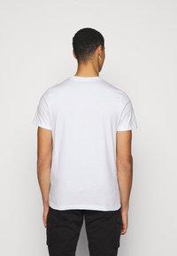 Colmar Originals - FIFTH - Print T-shirt - bianco - 2