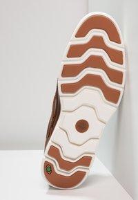 Timberland - BRADSTREET 3 EYE - Chaussures bateau - sahara brando - 4