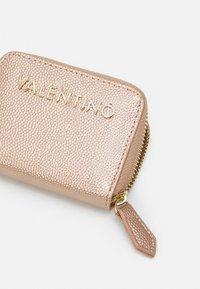Valentino Bags - DIVINA - Portafoglio - oro rosa - 3