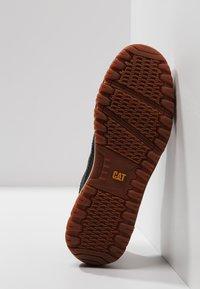 Cat Footwear - DECADE - Sznurowane obuwie sportowe - black - 4