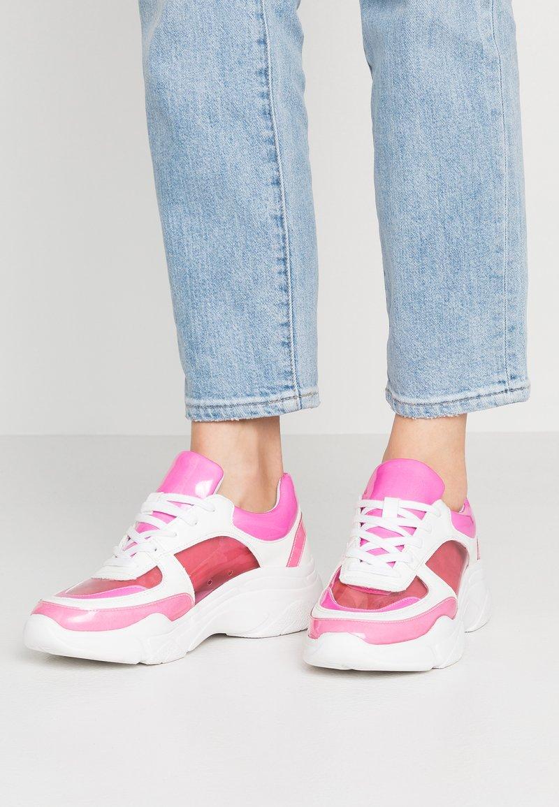 Madden Girl - CLARITE - Joggesko - pink/multicolor