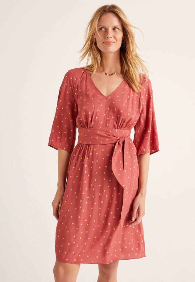 MIT GÜRTEL - Day dress - rouge