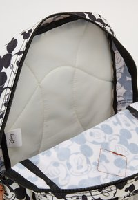 Kidzroom - BACKPACK AND PENCIL CASE MICKEY MOUSE ALL TOGETHER SET - Schooltas - black/white - 5