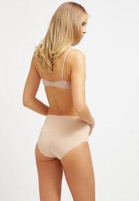 Spanx - EVERYDAY BRIEF - Stahovací prádlo - soft nude - 2