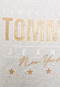 Tommy Jeans - Sweatshirt - silver grey heather - 5