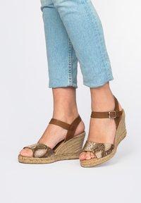 Maria Barcelo - High heeled sandals - Marrón - 3