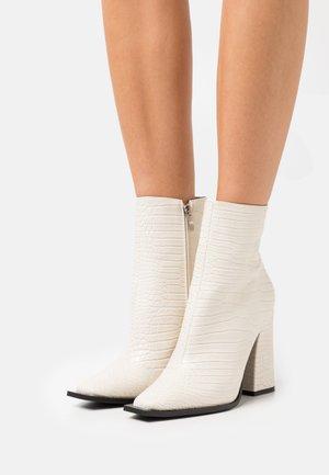 DELPHI - Kotníkové boty - offwhite