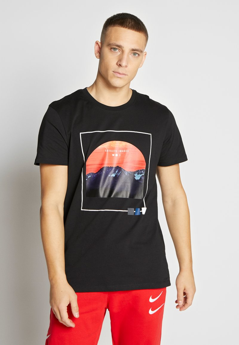 Jack & Jones - JCOSCAPE TEE CREW NECK ON - Print T-shirt - black
