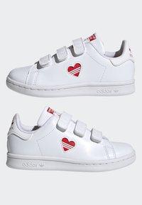 adidas Originals - STAN SMITH CF C PRIMEGREEN ORIGINALS SNEAKERS SHOES - Sneakers laag - white/vivid red - 5