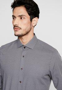 OLYMP - OLYMP LEVEL 5 BODY FIT  - Formal shirt - black - 3