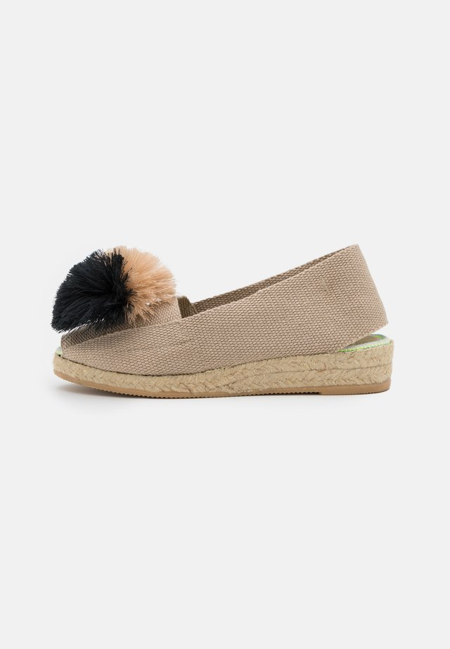 Sandály na klínu - beige/gris