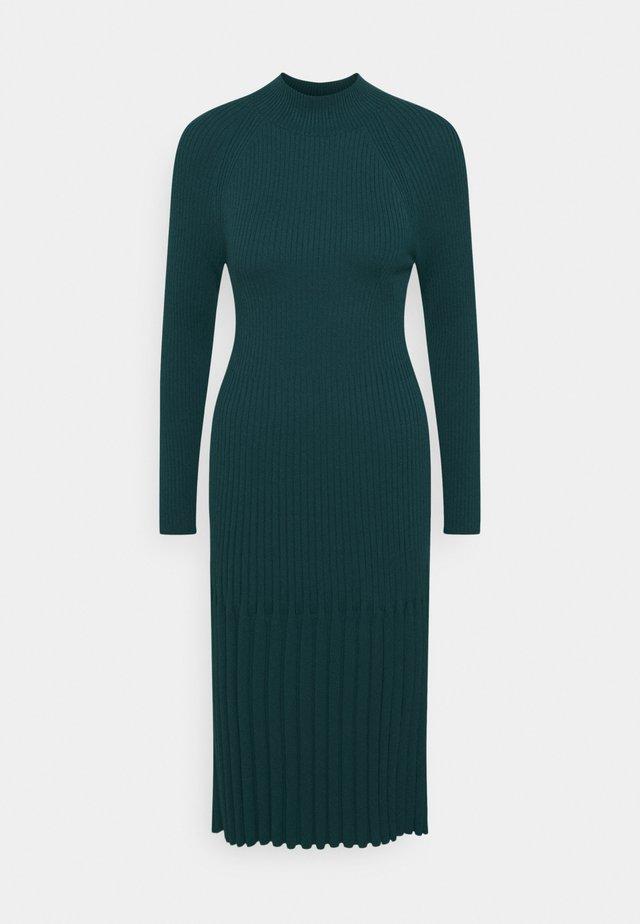 MOCKNECK - Strikket kjole - loch green