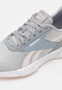 Reebok - LITE PLUS 2.0 - Laufschuh Neutral - pure grey/pink - 5