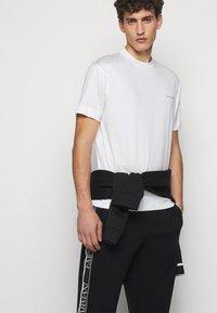 Emporio Armani - Pantaloni sportivi - black - 3