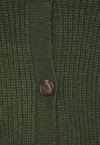 Vero Moda Curve - VMLEA V NECK CARDIGAN - Cardigan - black forest - 2