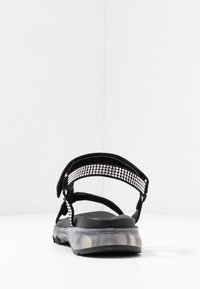 Toral - Sandaalit nilkkaremmillä - black - 5