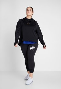 Nike Performance - GLAM MID PLUS - Funkční triko - black/metallic gold - 1