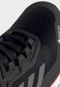 adidas Performance - TERREX AGRAVIC GORE-TEX BOOST TRAIL RUNNING - Løpesko for mark - black - 6