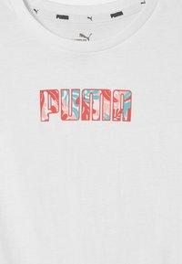 Puma - ALPHA SILHOUETTE  - T-shirt z nadrukiem - puma white - 2