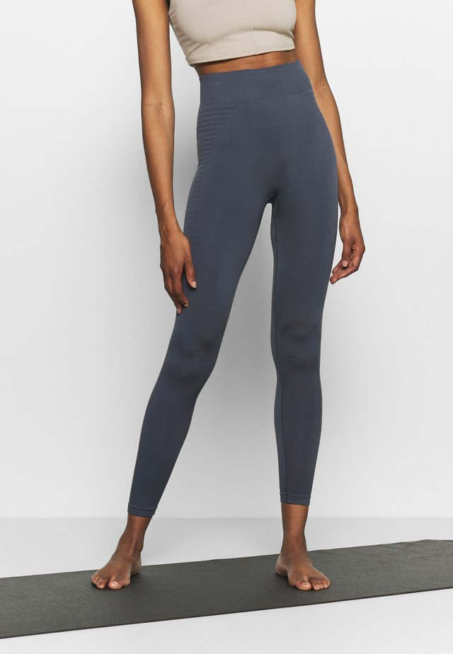 SEAMLESS PANELLED LEGGING - Trikoot - ombre blue