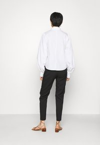 IVY & OAK - BLOUSE WITH BIG SLEEVE - Button-down blouse - bright white - 2