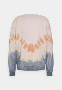 Kaotiko - CREW TIE DYE ENZO UNISEX - Sweatshirt - blue - 6