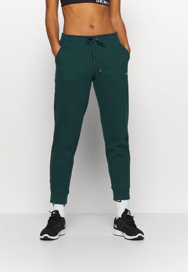 LOGO JOGGER - Pantaloni sportivi - basil