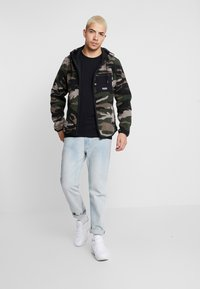 Hollister Co. - EXTERIOR SHERPA  - Fleecová bunda - green camo - 1