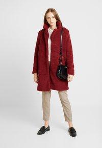 ONLY - ONLEMMA COAT  - Zimní kabát - merlot - 1