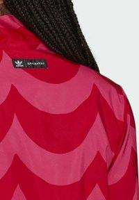 adidas Originals - X MARIMEKKO - Veste de survêtement - vivid red/team real magenta - 5
