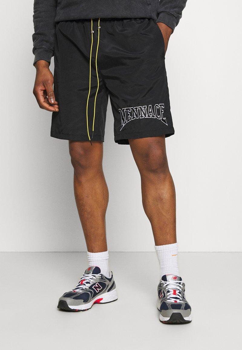 Mennace - Shorts - black