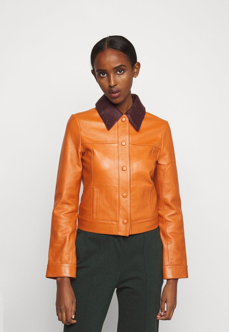 Victoria Victoria Beckham - PANNEL JACKET - Leather jacket - congac brown