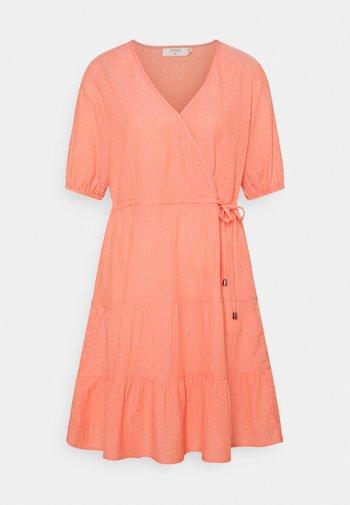 CRYLIA DRESS - Kjole - peach echo