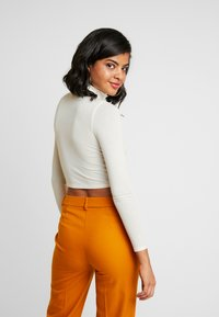 BDG Urban Outfitters - COSY FUNNEL NECK - Topper langermet - ivory - 2