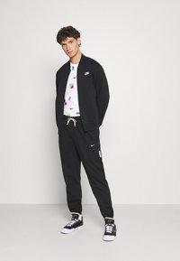 Nike Sportswear - TEE BRANDRIFF - T-shirt med print - white - 1