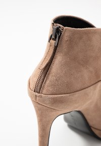 Lola Cruz - High heeled ankle boots - taupe - 2