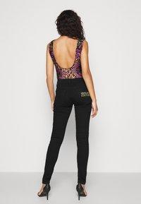 Versace Jeans Couture - Vaqueros pitillo - black - 2