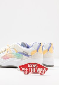 Vans - VARIX - Trainers - multicolor/true white - 7