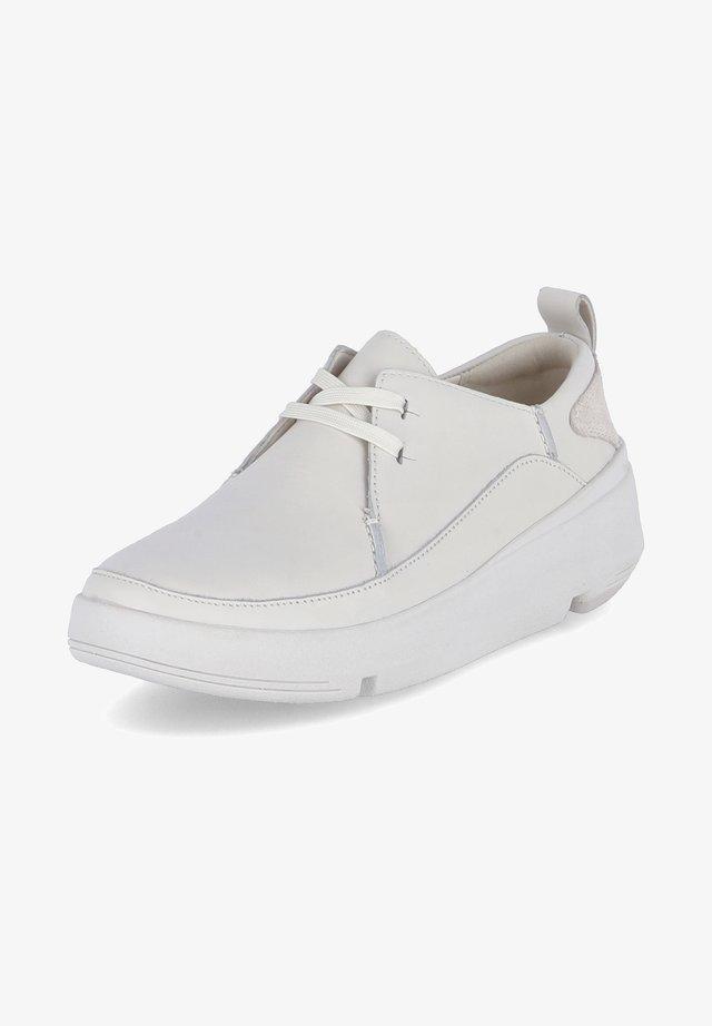 TRI FLASH WALK - Sportieve veterschoenen - weiß