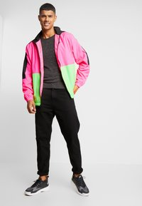 Nike Sportswear - Träningsjacka - black/hyper pink/scream green - 1